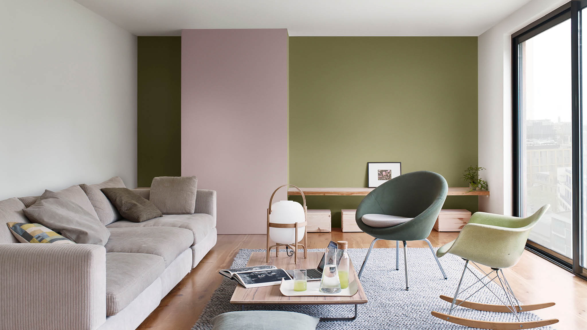 Combine the color of the tree core with contrasting shades to make the living room look dynamic